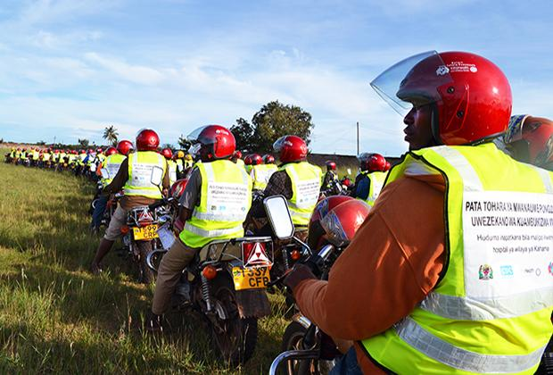 More than 400 boda boda (or motorcycle taxi) drivers gathered in Kahama town, Tanzania, last month to learn about motorcycle safety and male circumcision.